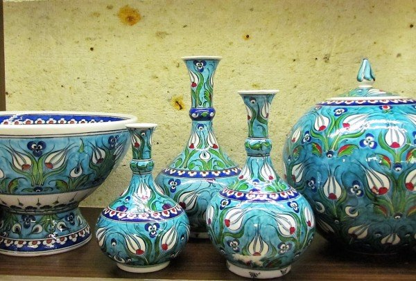 Turkish pottery painted with tulips